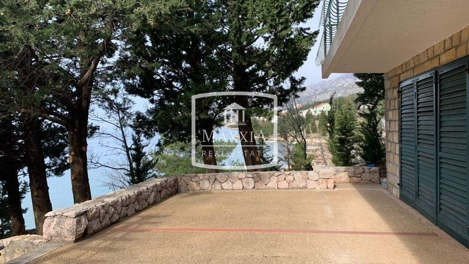 Starigrad - Unique villa 580m2 on 1126m2 grounds FIRST ROW !!! 599000 €