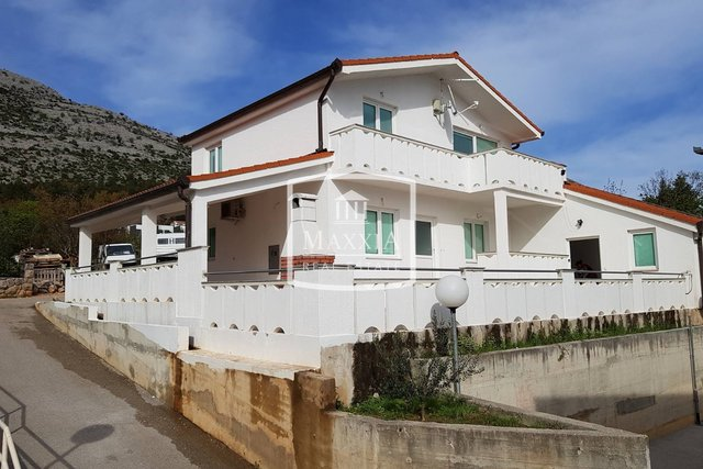 Starigrad - house 168m2 two apartments in excellent condition 245000€